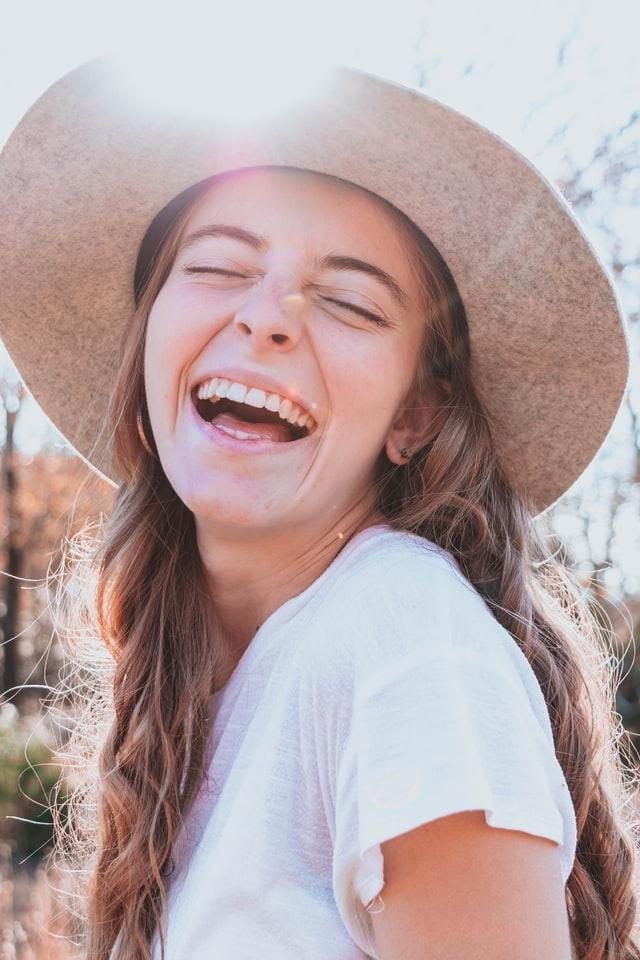 幸せのオーラをまとった笑顔