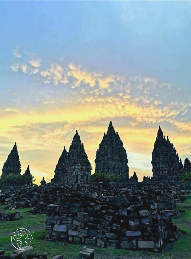 プランバナン寺院群の夕陽