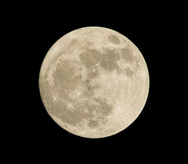 出生図の月は前世から引き継いだ課題を表す
