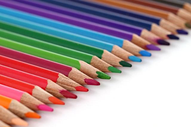 沢山の種類の色鉛筆