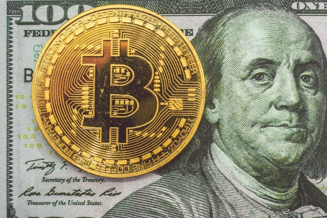 仮想通貨とUDドル紙幣